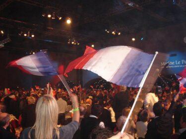 フランスで躍進するマリーヌ・ル・ペンとは – 極右政党に揺れるフランス